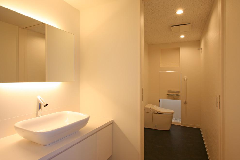 お客様用の洗面とトイレ。